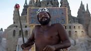 מלך החוף: האיש שגר בארמון חול