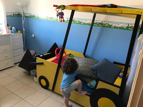 דגש על שימוש בצבעים בטוחים לילדים, פינות מעוגלות, ליטושים רבים והמון חיזוקים (צילום: רותם אהרון)