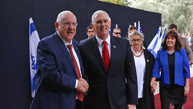 הנשיא הישראלי, סגן הנשיא האמריקני ונשותיהן (צילום: עמית שאבי) (צילום: עמית שאבי)