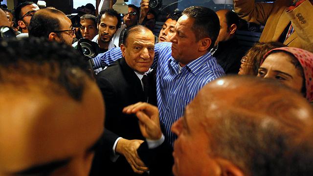"""נעצר והואשם בהסתה ובזיוף מסמכים. הרמטכ""""ל לשעבר סמי ענאן (צילום: רויטרס) (צילום: רויטרס)"""
