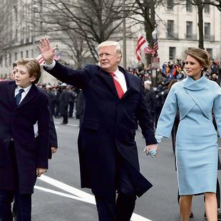עם הבעל  והבן בארון ביום ההשבעה