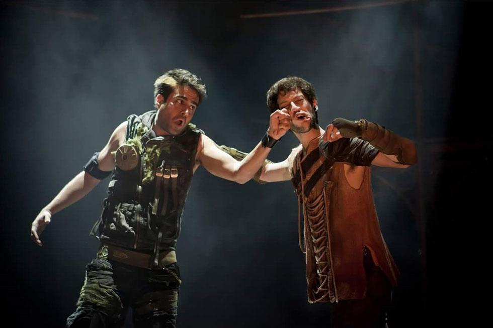 """בהצגה """"רומיאו ויוליה"""" (משמאל, עם תום חגי). למטה: בסדרה """"כיפת ברזל"""" (צילום: מעיין קאופמן)"""