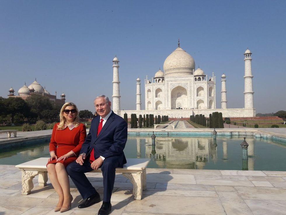 """בני הזוג נתניהו בטאג' מאהל"""". אוהבים אוכל הודי, רק בלי כוסברה (  ) (  )"""