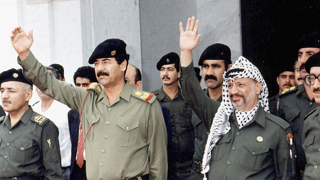 Arafat (R) said he had no choice but support Saddam Hussein in the first Gulf War (Photo: Getty Images)