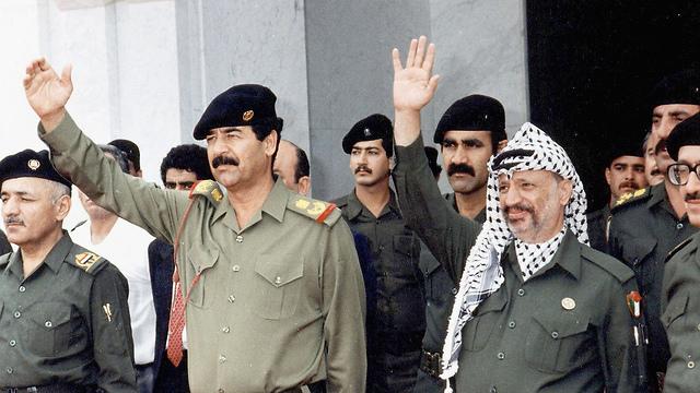Arafat with Iraqi president Saddam Hussein (Photo: Getty Images)