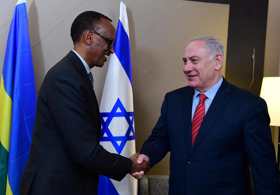 PM Netanyahu with Rwandan President (Photo: Amos Ben-Gershom/GPO)