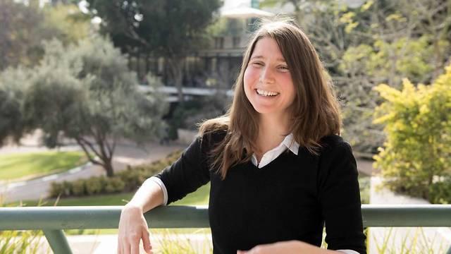תלמידת המחקר, רלוקה רופו (צילום: מסע הקסם המדעי, מכון ויצמן למדע) (צילום: מסע הקסם המדעי, מכון ויצמן למדע)