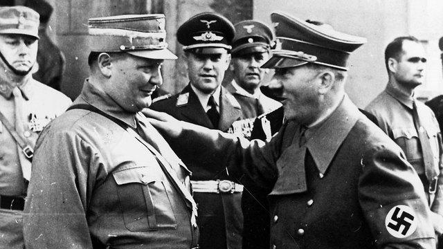 גרינג לצד היטלר. ייסד את הגסטאפו (צילום: gettyimages) (צילום: gettyimages)