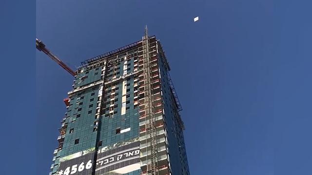 חפצים נופים מהמגדל (צילום: גבי קמינסקי) (צילום: גבי קמינסקי)