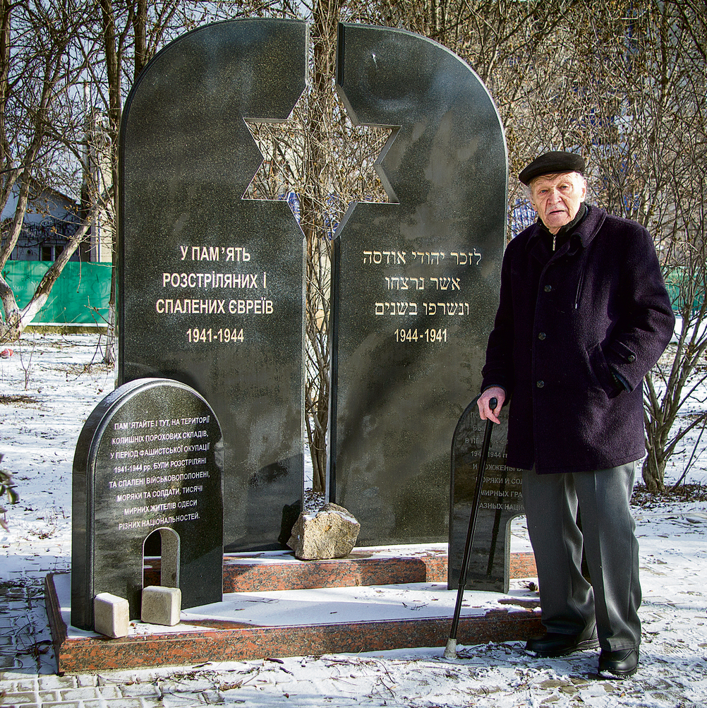 Mishka Zaslavsky at the monument for Odessa's Jews