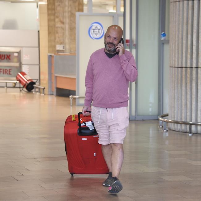 שמח וטוב לבב. יונתן רושפלד חוזר מחייך לישראל (צילום: יאיר שגיא)