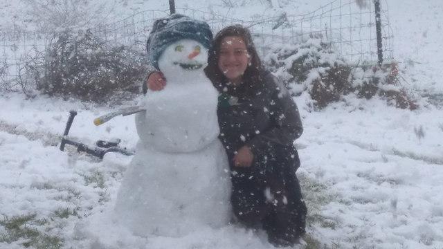 בובת שלג באלוני הבשן (צילום: שיר פורשר) (צילום: שיר פורשר)
