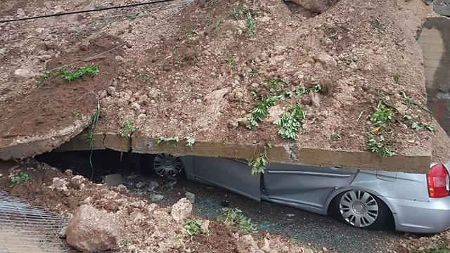קיר קרס על רכב בטמרה, אתמול ()