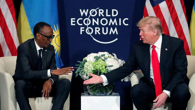 """נשיא ארה""""ב זעם על ההסכם שמאפשר קליטת פליטים לתוך ארצו. טראמפ ונשיא רואנדה קגאמה (צילום: רויטרס) (צילום: רויטרס)"""