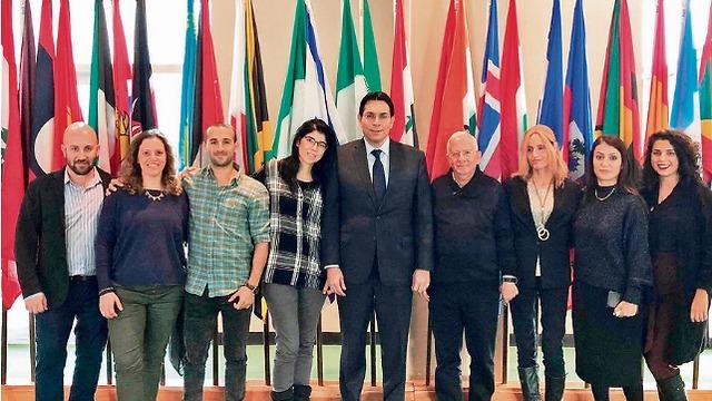 """המורים הזוכים עם השגריר דני דנון (צילום: תלמ""""א) (צילום: תלמ"""