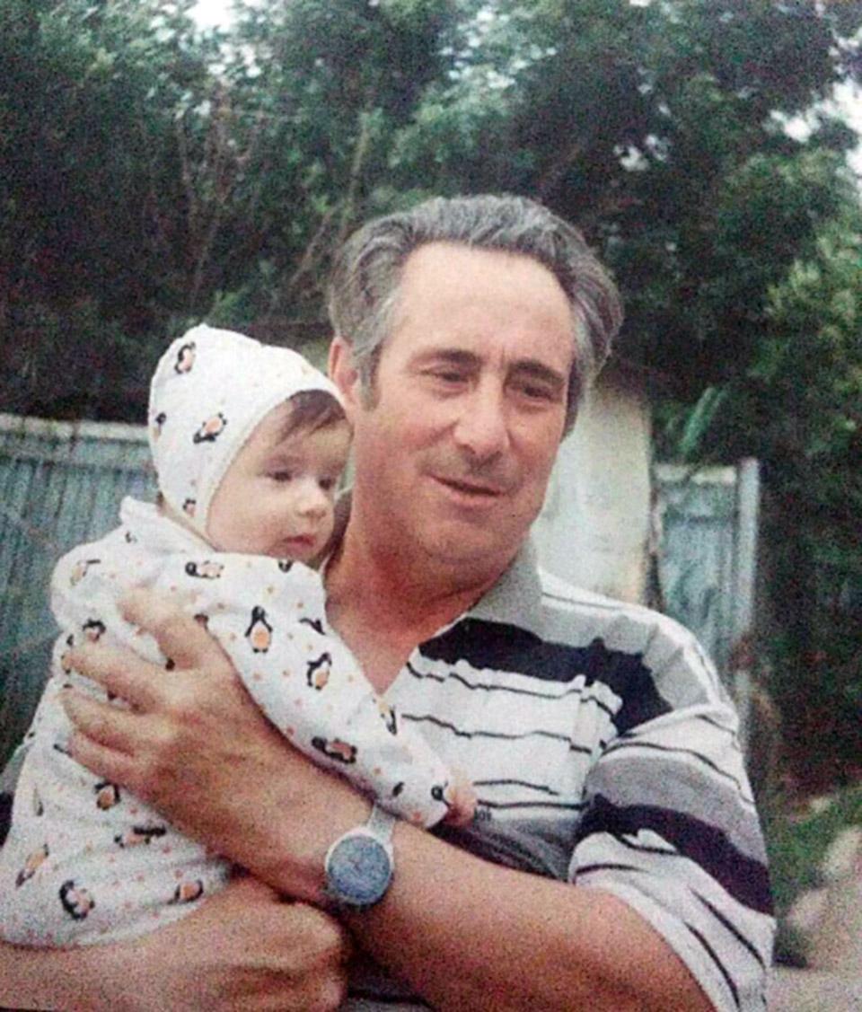Дед Леонида с внуком. Фото из семейного архива
