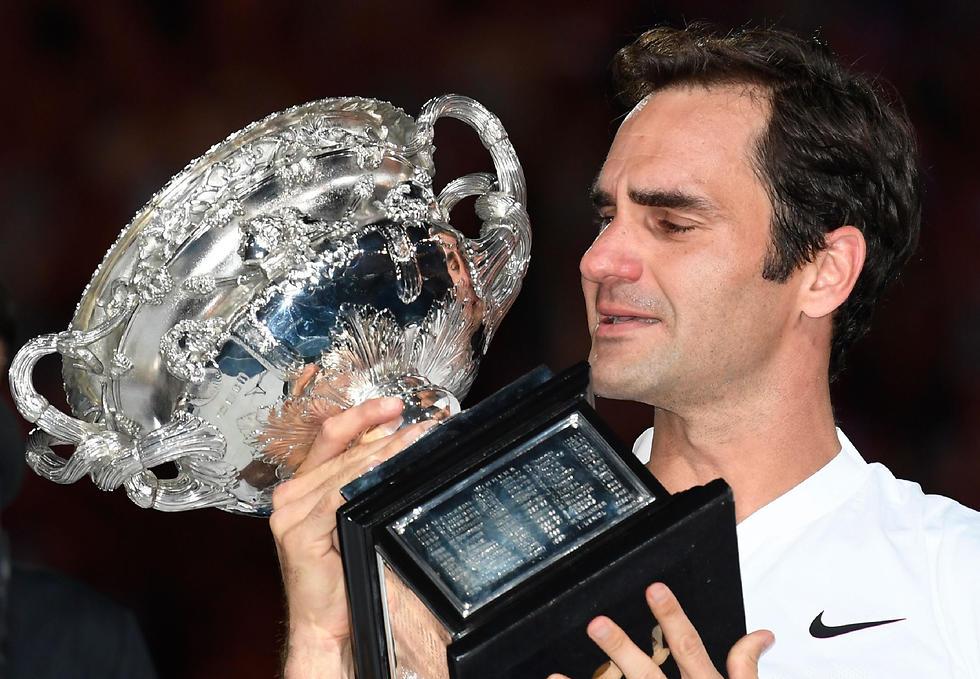 הפנומן השווייצרי בכה מהתרגשות (צילום: AFP) (צילום: AFP)