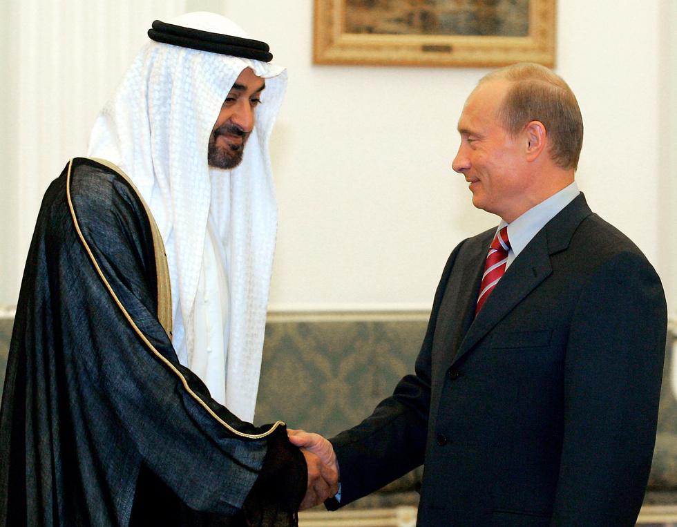 מייצכ את הקול הצעיר והשאפתני באיחוד האמירויות. בן זאיד עם נשיא רוסיה ולדימיר פוטין (צילום: AP)