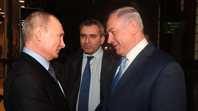 Minister Elkin (center) was present at the meeting between Russian President Putin (L) and PM Netanyahu (Photo: Kobi Gideon/GPO)