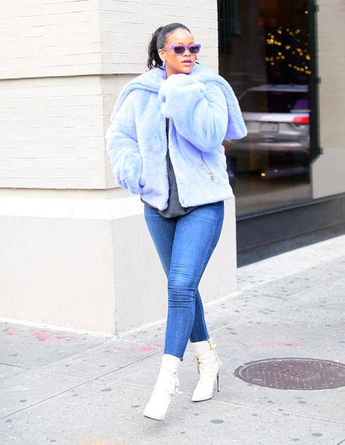 השנה: ריהאנה לובשת סקיני ג'ינס בניו יורק (צילום: splashnews/asap creative)