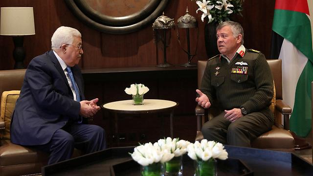 Palestinian President Mahmoud Abbas and Jordanian King Abdullah II meeting in Amman last year (Photo: Reuters)