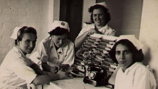 חשבו שלבן זה מרגיע. אחיות בתל השומר - 1948 (צילום: יגאל חמיש)