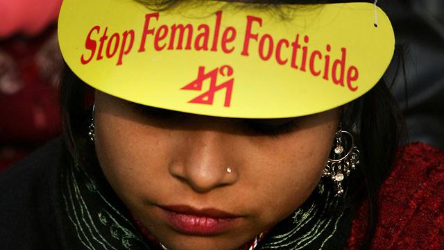 מחאה בניו דלהי נגד אלימות נגד נשים בגלל מגדרן (צילום: AP) (צילום: AP)