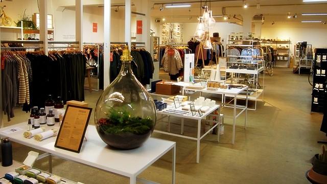 כיף גם רק להסתכל: חנות הבגדים והעיצוב במקום (צילום: עידן חמו) (צילום: עידן חמו)