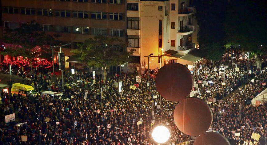 """הפגנה נגד השחיתות בשדרות רוטשילד. ברק: """"אני יכול להבין את אלו שהולכים להפגנות""""."""
