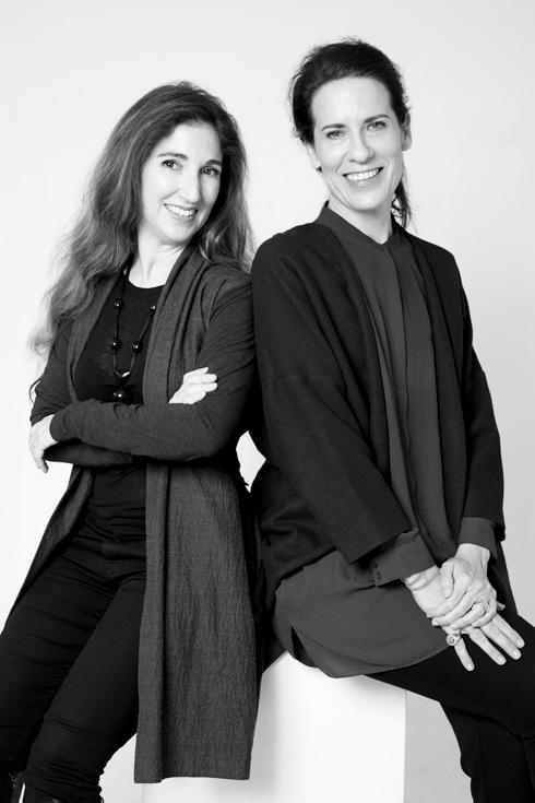 רות פקר (מימין) ורונה לוין: ''קרקסות במובן הטוב של המלה'' (צילום: ריטה מאסטר)