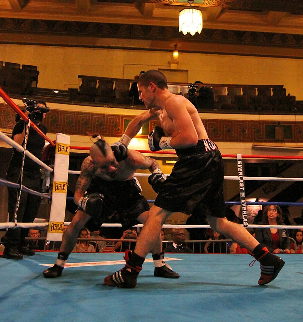 איילון קדם בקרב נגד ג'ואי רוסה. ברוקלין, 2009 צילום: Francisco Companioni ()