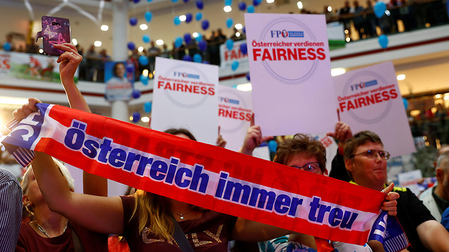 FPO supporters moments before Strache's speech (Photo: Reuters)