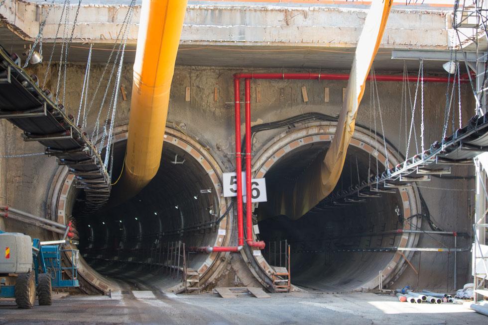 מנהרה מספר 6 לרכבת לכיוון תל אביב,מנהרה  מספר חמש לתנועה שמגיעה לפתח תקווה (צילום: דור נבו)