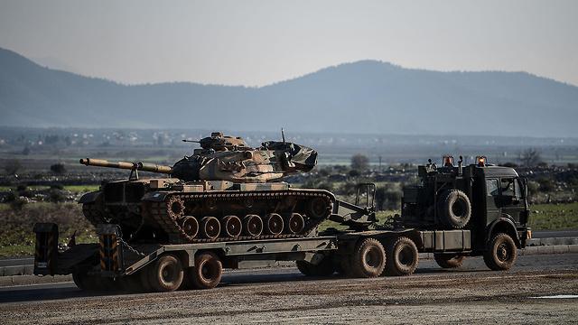 Turkish tanks deploying on Syria-Turkey border (Photo: AFP)