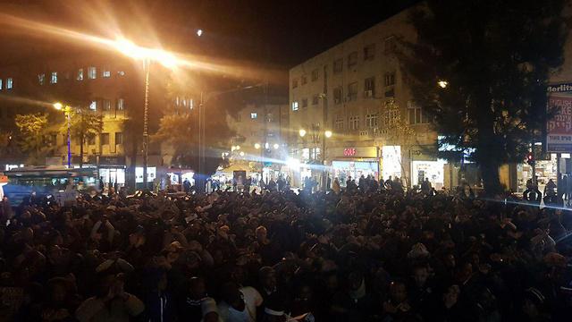כ-400 מפגינים בירושלים נגד הגירוש ()