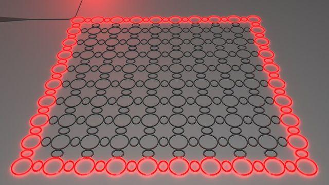 הדמייה של לייזר מבודד טופולוגי. האור מתקדם סביב ההיקף של המערכת ללא הפרעה וללא פיזורים מפינות חדות או אי-סדר, ולבסוף יוצא דרך ממשק יציאה  (צילום: דוברות הטכניון) (צילום: דוברות הטכניון)