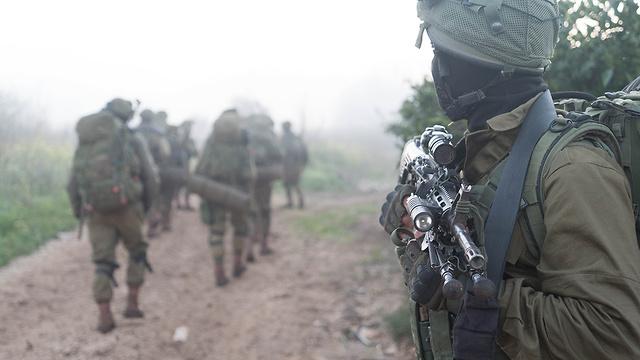 """""""אנחנו ריאלים באימונים שלנו, אין כאן הגזמות"""". כוח הצנחנים בתרגיל (צילום: דובר צה""""ל) (צילום: דובר צה"""