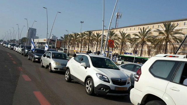 Protest convoy against store closures on Shabbat in Ashdod (Photo: Ricki Cohen)
