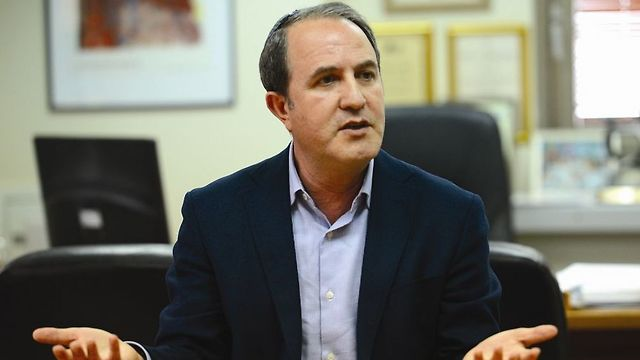 Ashdod Mayor Lasry said he will be announcing a plan to solve the crisis in the near future (Photo: Avi Roccah)