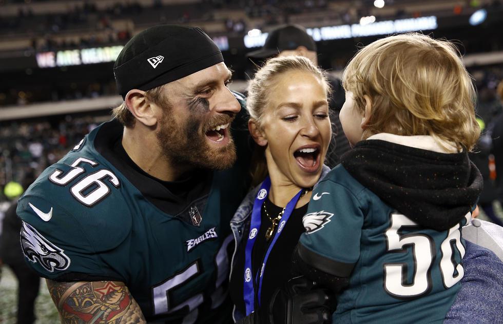 כריס לונג עם משפחתו (צילום: AP) (צילום: AP)