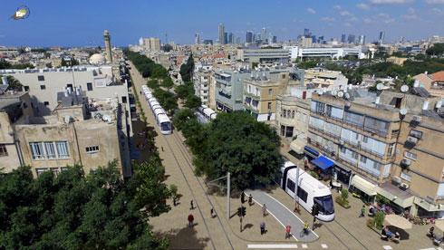 """הדמיית שדרות ירושלים עם הרכבת הקלה. דומה לרחוב יפו בירושלים מבחינה תחבורתית (הדמיה: באדיבות נת""""ע)"""