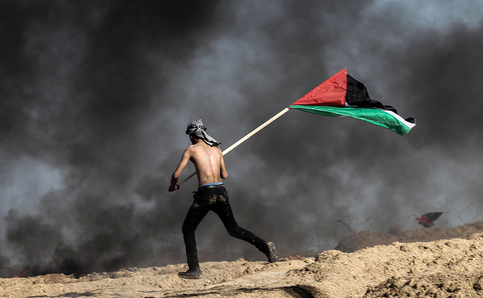 Hamas is said to be using border protests as a cover to plant explosive charges near the fence (Photo: AFP)