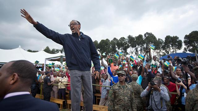 רודן נוקשה שמפר זכויות אדם ומדכא את האופוזיציה בארצו. נשיא רואנדה פול קגאמה (צילום: AP) (צילום: AP)