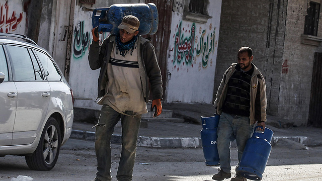 Gaza low on fuel, clean water (Photo: AFP)