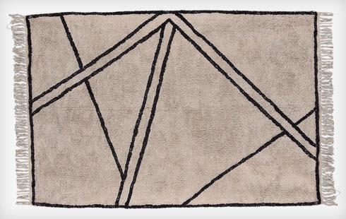 יעניין בכל חדר רחצה לבן. שטיחון של טיראדור (צילום: באדיבות villa collection)