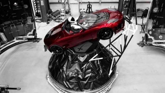 הבובה והמכונית של מאסק כבר מוכנים (צילום: מתוך אינסטגרם) (צילום: מתוך אינסטגרם)
