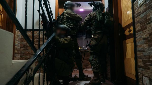 IDF troops searching for the terrorist in Yamun (Photo: IDF Spokesman's Office)