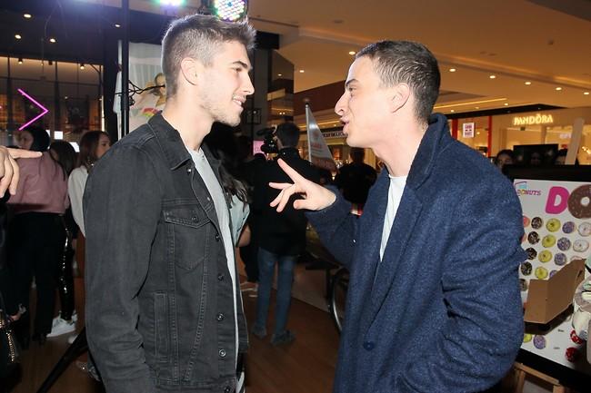 """""""במה זכית?"""" טום באום המצחיקן ועומר דרור המנחה (צילום: ראובן שניידר)"""