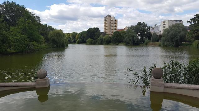 האגם ליד הבית (צילום: אלבום פרטי) (צילום: אלבום פרטי)