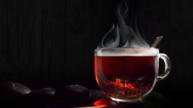 קשר בין שתיית תה חם מדי לסרטן הוושט (צילום: shutterstock) (צילום: shutterstock)